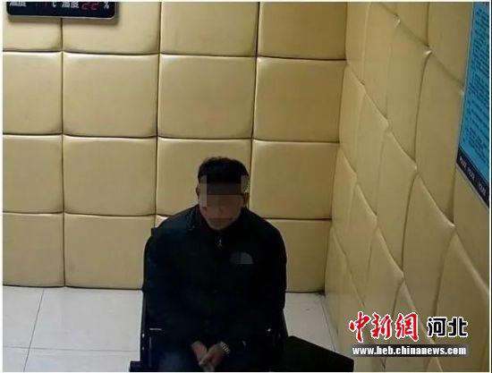 涉案嫌疑人在接受讯问。 警方供图