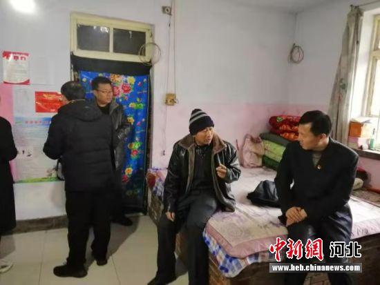故城县主要领导走访贫困户。 供图