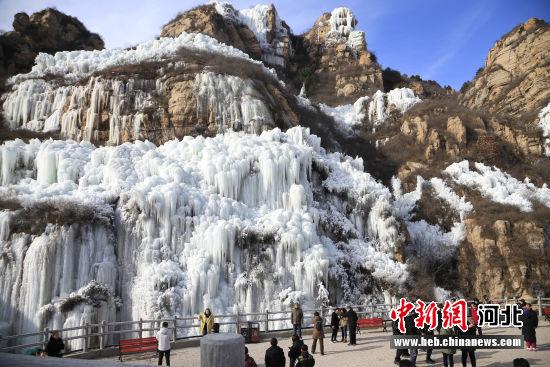 图为骆驼湾冰瀑山。 李秀芹 摄