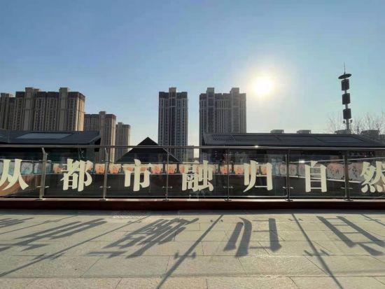 东胜・公元坊试业季温暖启幕。 供图