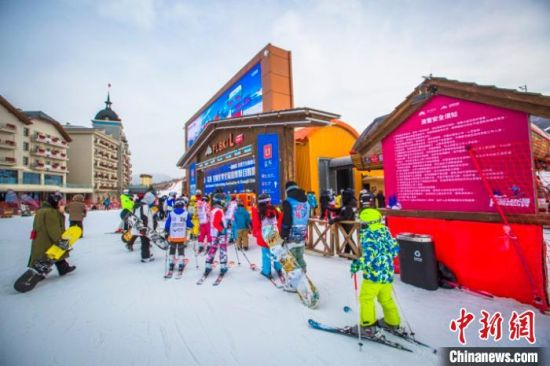 寒潮来袭也阻挡不了滑雪爱好者在崇礼释放激情。 吴聃 摄