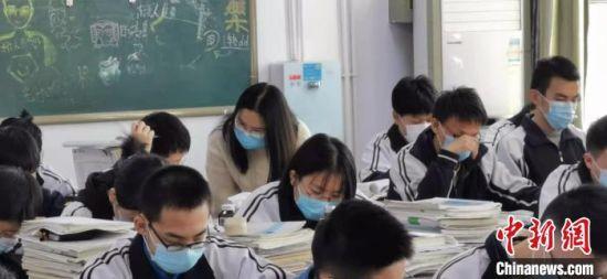 图为正中实验中学学生。 张庆录 摄