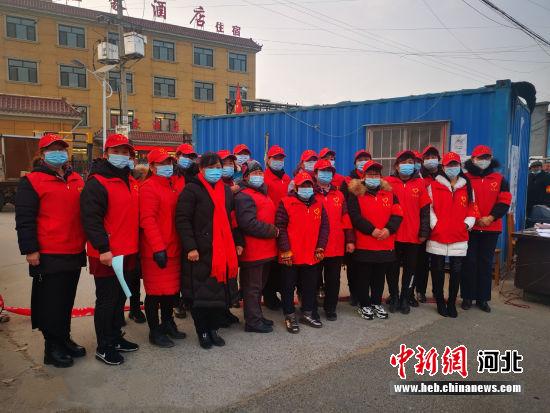 """胡家庄乡富位村""""巾帼志愿服务团队""""。 涞水县妇联供图"""