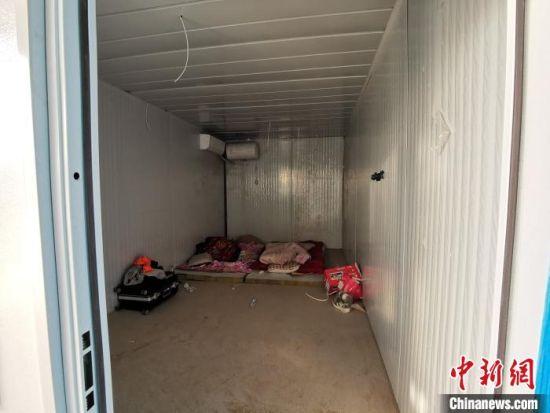 图为石家庄黄庄公寓隔离场所第三隔离分区,集成房屋交付前成为一线工人们短暂的休憩地。 王天译 摄