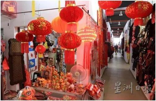 马来西亚商家已经准备迎接过年的市场。(马来西亚《星洲日报》/李祝福摄)