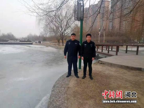 勇救落水学生的清苑公安辅警梁清泉、刘海涛。 警方供图