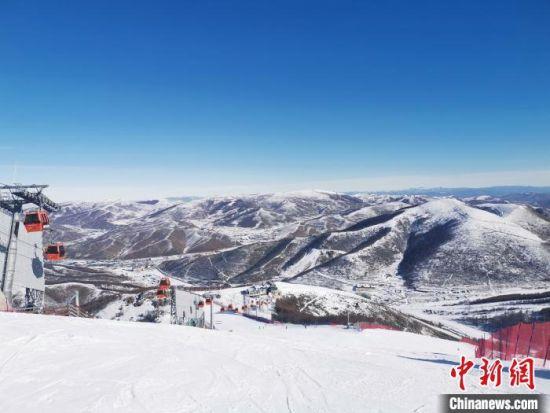 图为崇礼太舞滑雪小镇山顶景色。 张帆 摄