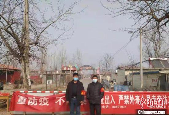 图为春节期间,孔村疫情防控不松懈。 贺永军 摄