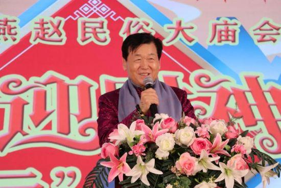 河北省文化交流协会会长陈泉州通过屏幕向广大群众恭贺新年。魏盛祖摄