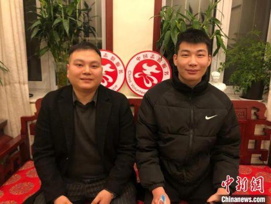 图为胡晨阳(左)、何泽洋(右)。望都县网信办供图