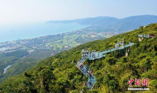 资料图:亚龙湾热带天堂森林旅游区。 中新社发 黄庆优 摄