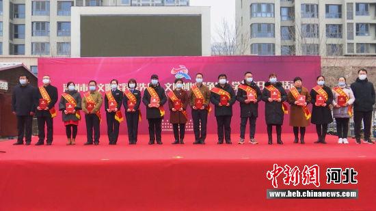受表彰的2020年第三、四季度涿州好人和道德模范。 张超 摄