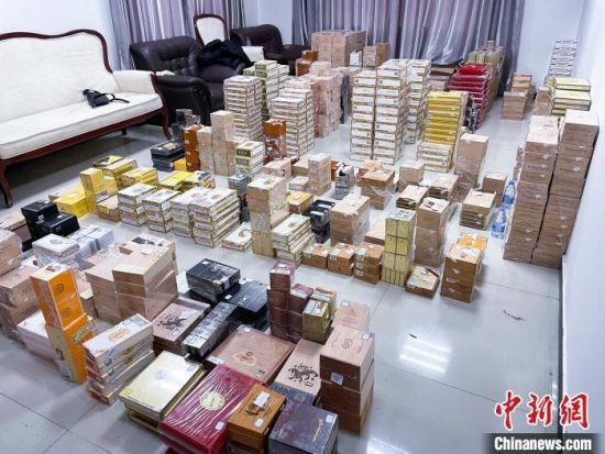 图为石家庄海关查获涉嫌走私雪茄5.8万支(资料图) 樊福星 摄