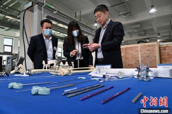 公司主营产品涵盖了创伤、脊柱、人工关节、运动医学等多系列植入性高值医疗器械产品。 翟羽佳 摄