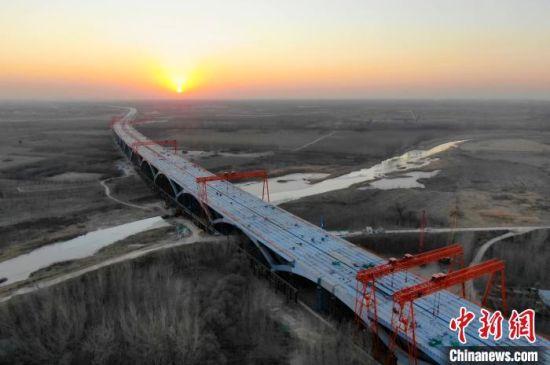正在建设中的京雄高速 河北高速集团 摄
