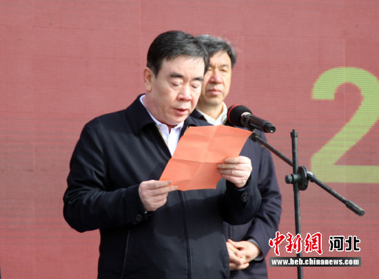 涿州市委书记姚运涛介绍项目开工情况。 徐巧明 摄