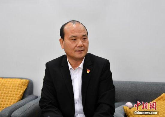 图为3月18日,雄安新区雄县教育局机关党委委员陈文华接受中新社记者采访。 中新社记者 韩冰 摄