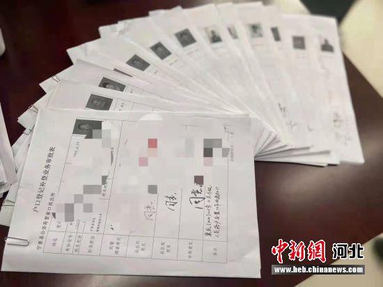 河北宁晋首次为13名流浪乞讨人员办理落户。 张永峰 摄