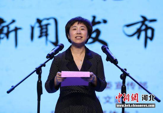 巨鹿县委常委、宣传部长张丽景介绍《巨鹿宋城传奇》拍摄过程。 毕玉婷 摄