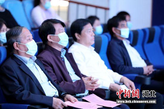 参会人员观看《巨鹿宋城传奇》。 毕玉婷 摄