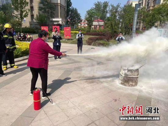 消防演练现场。 王志平 摄