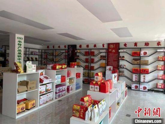 图为顺平县农村电子商务公共服务中心 赵丹媚 摄
