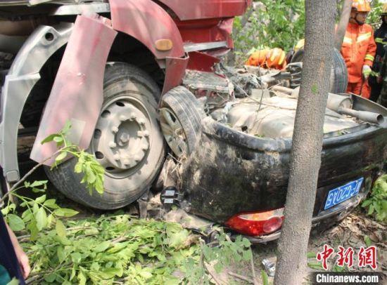 """图为""""4.22""""交通事故现场。 河北省交管局供图"""