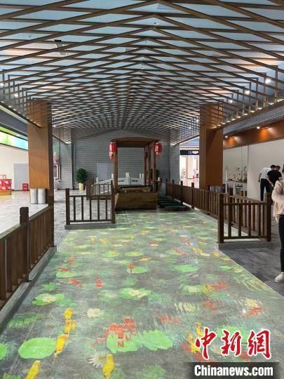 雄安北服务区空间及造型设计以芦苇、荷花、码头、木船、水为元素。 韩冰 摄