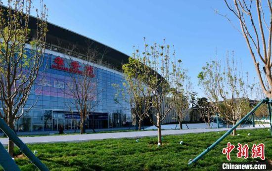 京雄城际铁路雄安站配套工程―――新月公园正式建成并开园迎客。 中铁十二局集团供图