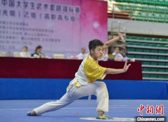 2021年中国大学生武术套路锦标赛5日在河北迁安开赛 赵冠军 摄