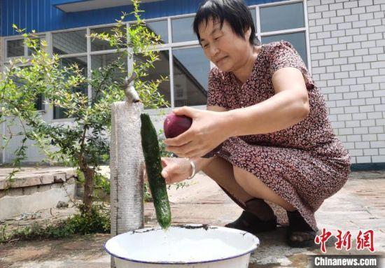 村民用上长江水。 王鹏 摄