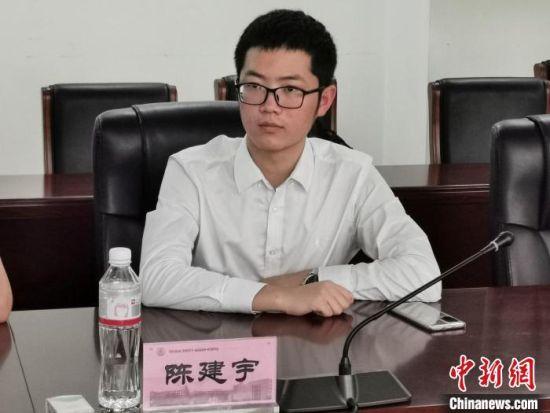 陈建宇在新闻发布会现场。 王鹏 摄