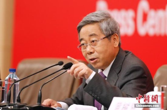 资料图:2019年9月26日,庆祝中华人民共和国成立70周年活动新闻中心举办第二场新闻发布会,陈宝生回答记者提问。 中新社记者 韩海丹 摄