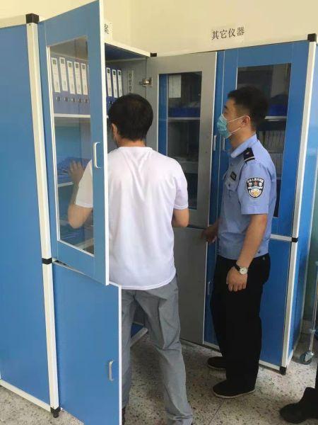 督促学校加强内部安全防范。 供图