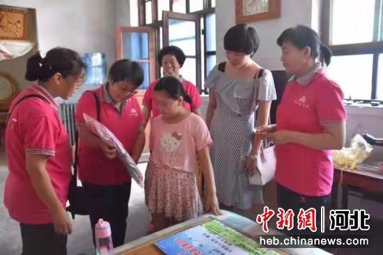 共青团宁晋县委组织的志愿服务活动。 江璨 摄