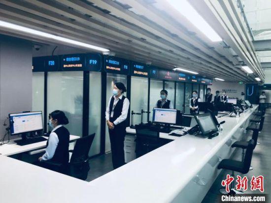 图为北京城市副中心政务服务中心。 中新社记者 陈杭 摄