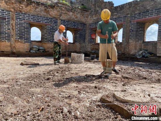 金山岭长城保护修缮工程施工中 郭中兴 摄