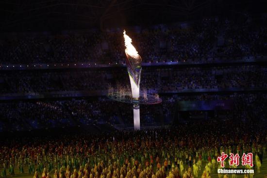 图为第十四届全运会主火炬点燃。中新社记者 侯宇 摄