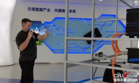 俄罗斯大V维亚切斯拉夫在亿华通动力科技有限公司拍摄视频 摄影 李胜兰