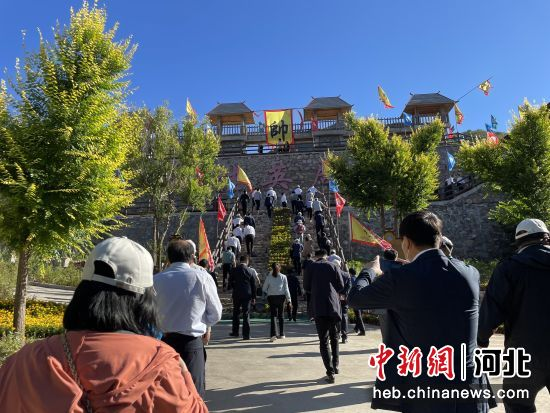 嘉宾参观天门山生态旅游区。 吕学智 摄