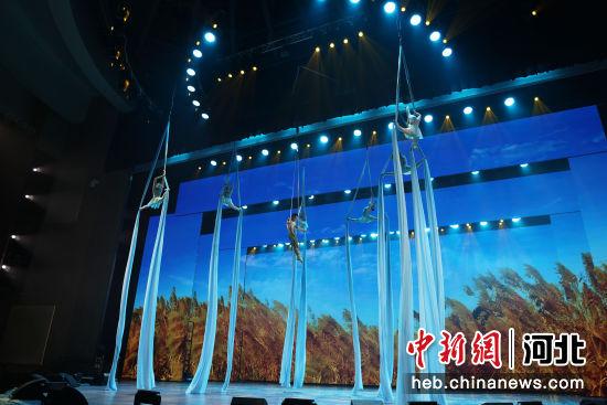 吴桥江湖大剧院,游客观看《运河・印象》。刘天奇 摄