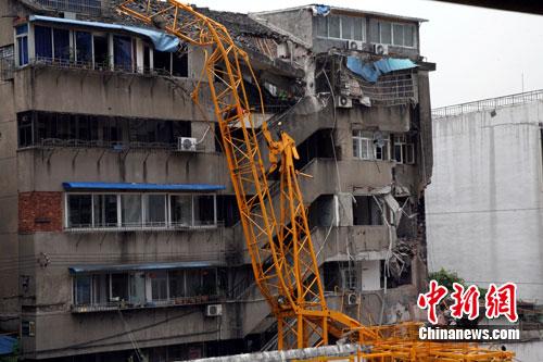 温州塔吊倒塌事故致两人受伤 事故原因仍在调查