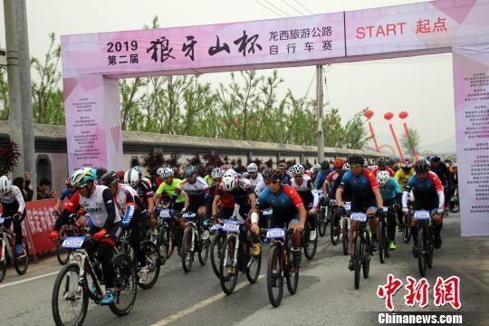 "20余(yu)省(sheng)份自(zi)行��x手河(he)北易�h雨(yu)中(zhong)""激情比拼"""