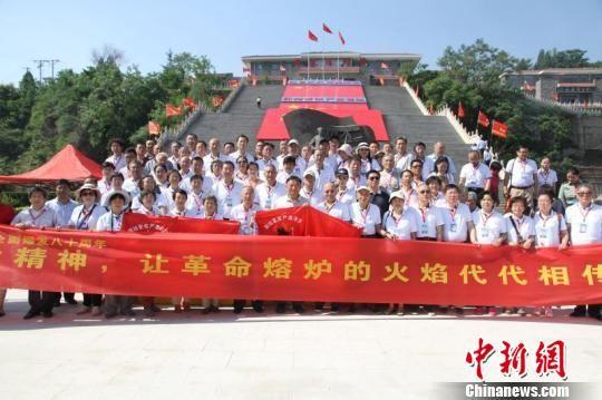 60名抗大后人聚首河北邢台抗大旧址举行主题纪念活动