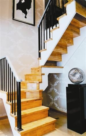 从墙面的装饰画到楼梯扶手和踏步