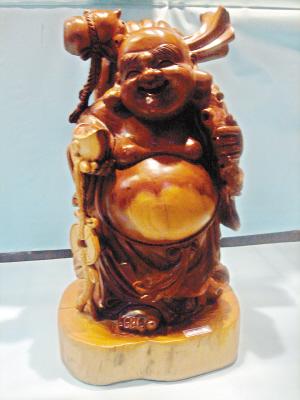福建木雕转用名贵木材;