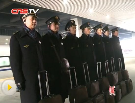 """高铁/探访高铁""""高哥""""乘务队:能穿针引线做女红"""