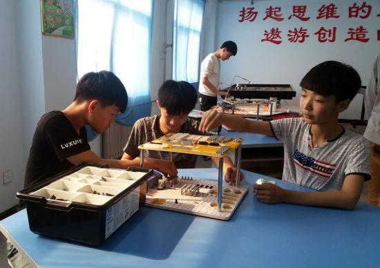 河第三中学创建机器人活动室图片
