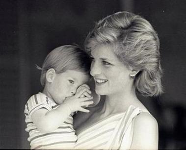 英哈里王子暗示其母戴安娜王妃之死另有隐情