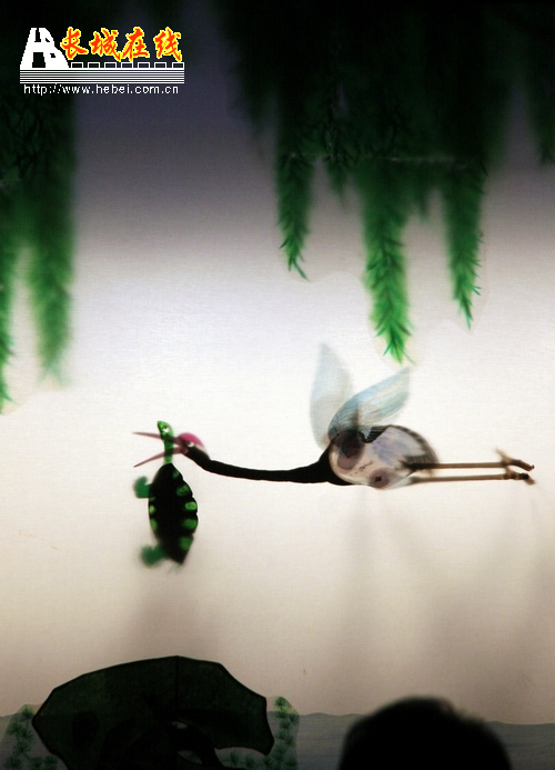 皮影表演-龟与鹤; [外籍记者看河北]走进唐山皮影戏